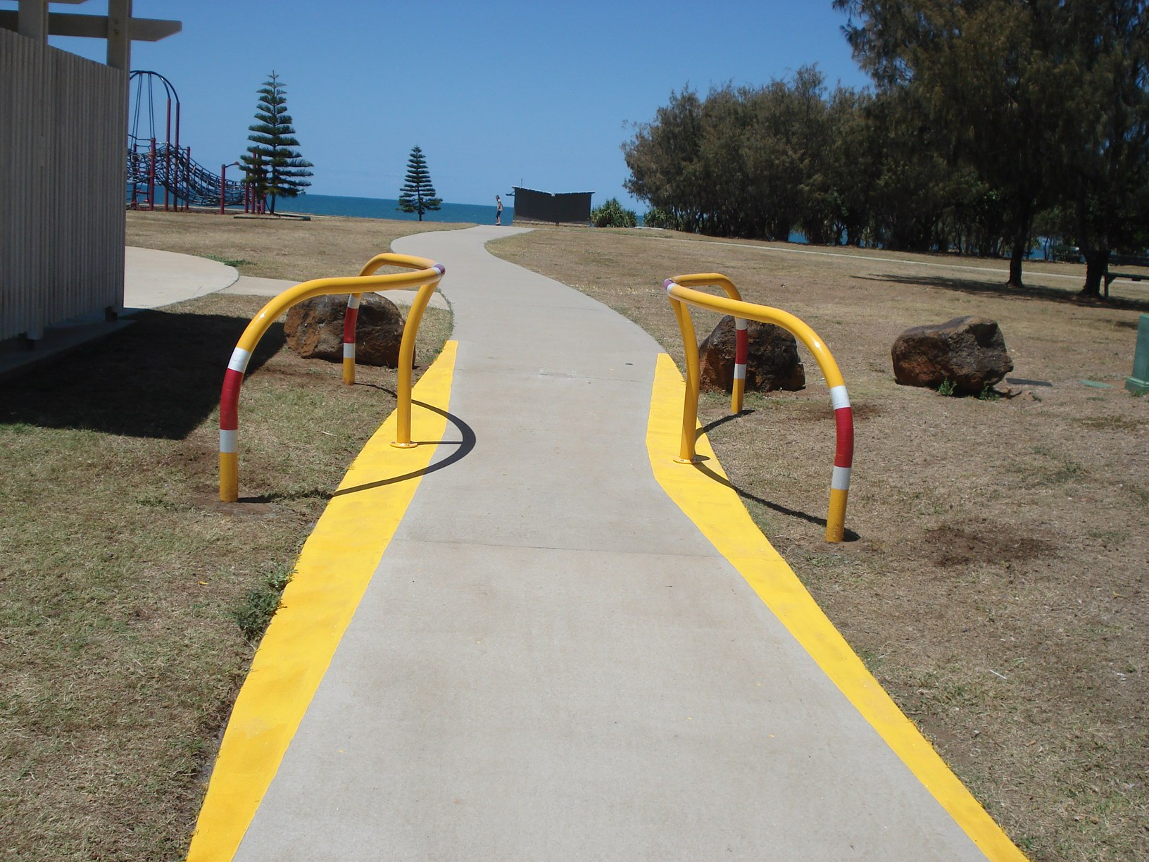 Footpath-with-Banana-Bars.JPG