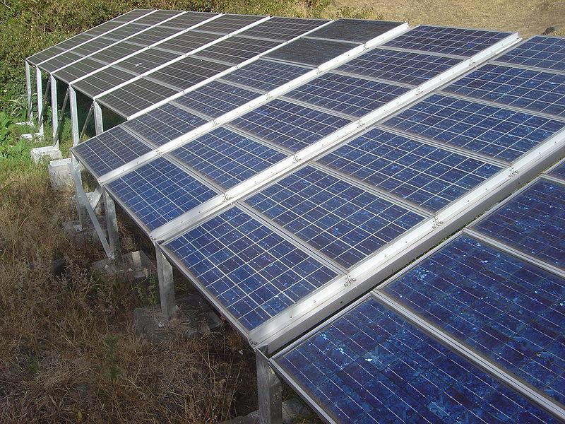 800px-Mafate_Marla_solar_panel_dsc00633.jpg