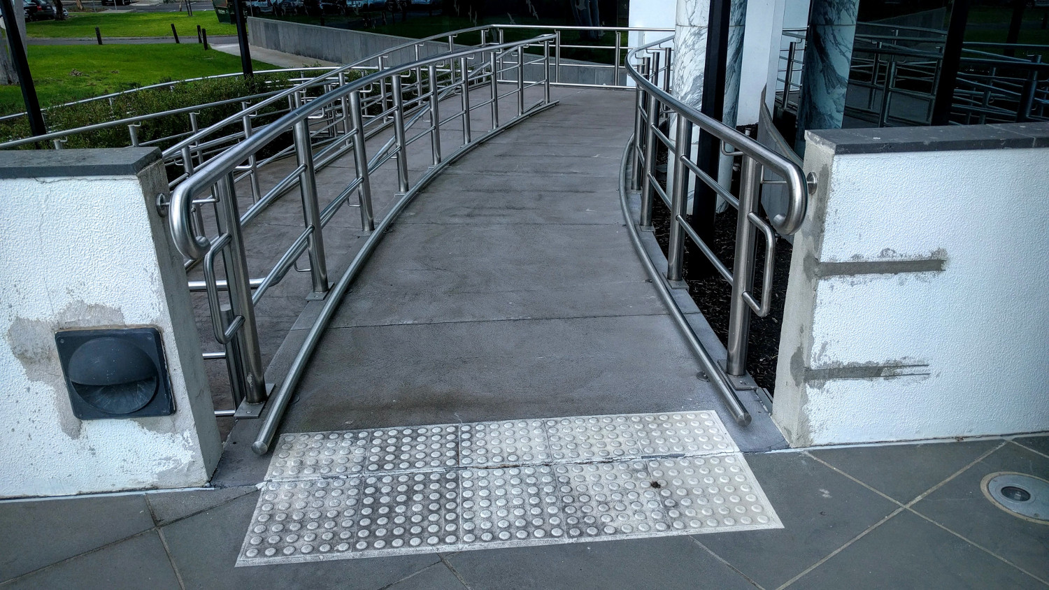 DDA-Compliant-Building-Access-Ramp1.jpg